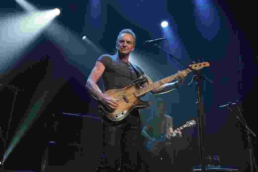 11.nov.2016 - O cantor inglês Sting se apresenta na reabertura do Bataclan, em Paris - David Wolff Patrick/AFP Photo