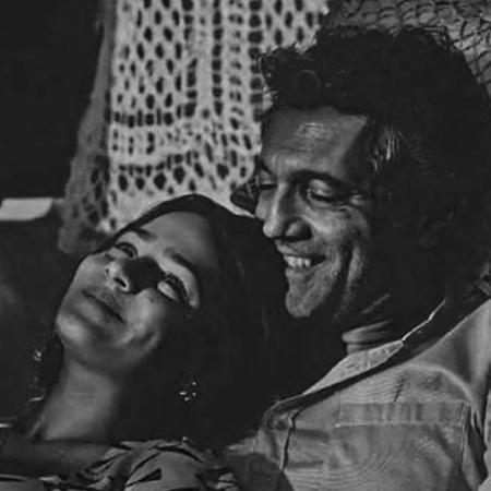 A atriz Giullia Buscacio em foto com o ator Domingos Montagner, morto em 2016 - Reprodução/Instagram