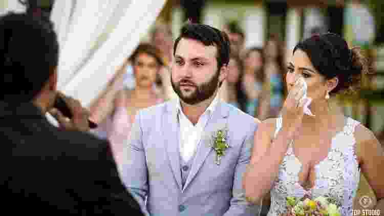 Os noivos não conseguiram segurar as lágrimas durante a cerimônia - Arquivo Pessoal