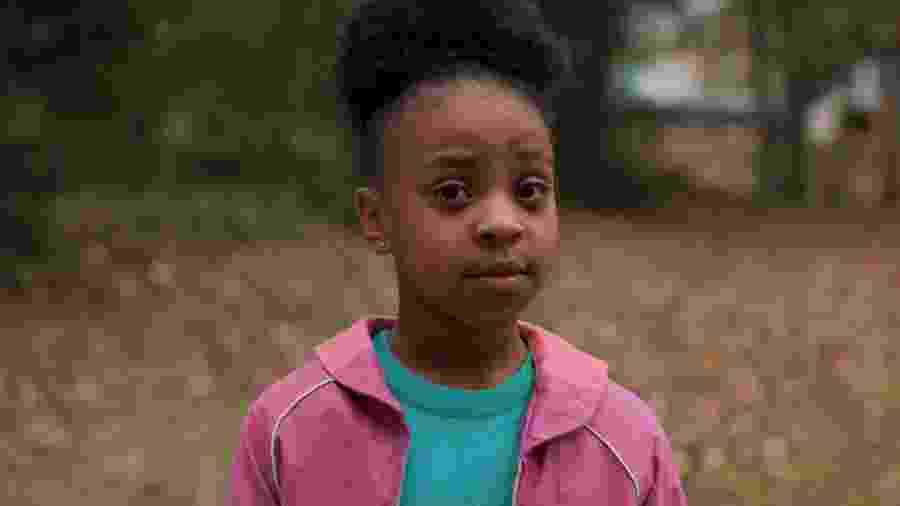 """Erica (Priah Ferguson), a irmã de Lucas, roubou a cena na segunda temporada de """"Stranger Thnigs"""" - Divulgação/Netflix"""