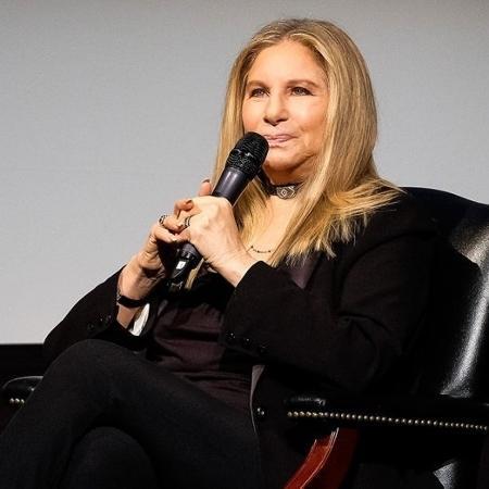 Barbra Streisand pede desculpas após comentários sobre