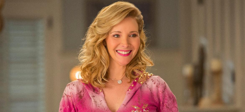 """Lisa Kudrow em cena da quarta temporada de """"Grace and Frankie"""" - Divulgação"""