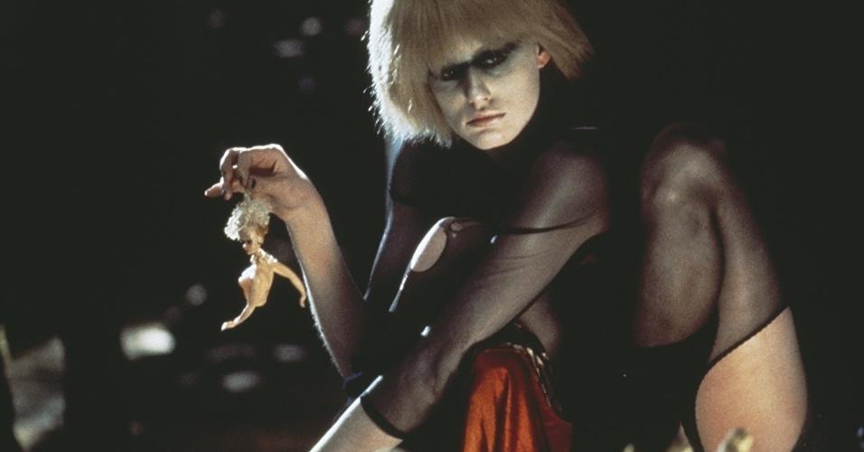 """Daryl Hannah em cena de """"Blade Runner: O Caçador de Androides"""" (1982)"""