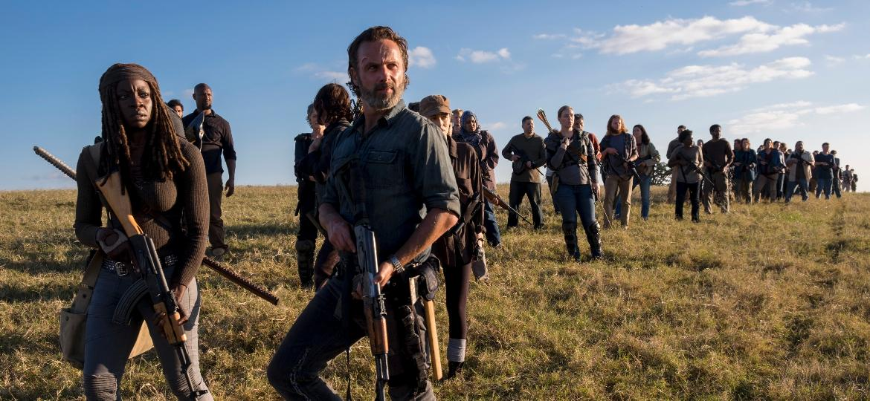 "Michonne (Danai Gurira) e Rick (Andrew Lincoln) lideram grupo na guerra de ""Walking Dead"" - Divulgação"