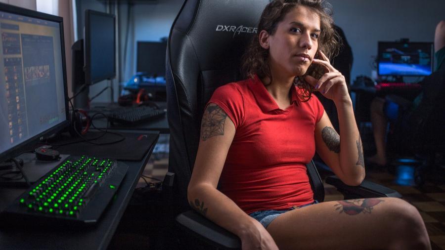 Olga, jogadora Trans de Counter Strike - João Castellano/UOL