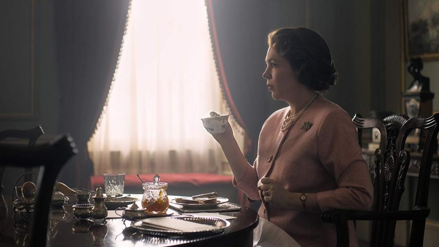 """Olivia Colman em cena de """"The Crown"""" - Reprodução"""