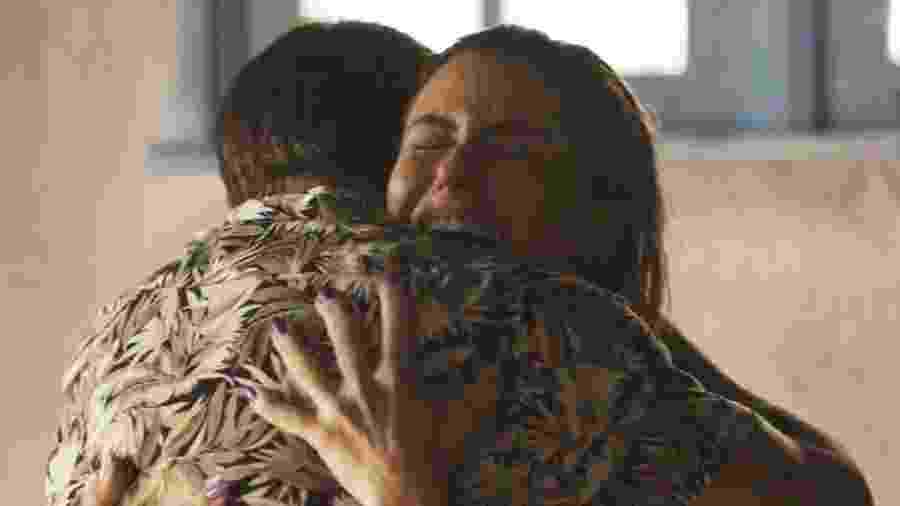 Ícaro (Chay Suede) conta a Luzia (Giovanna Antonelli) que Valentim (Danilo Mesquita) é filho roubado dela - Reprodução/Globo