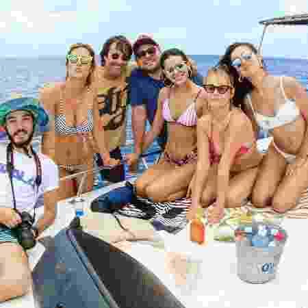 Sem aliança, Bruna Marquezine curtiu o feriado com amigos e fez passeio de barco em Noronha - Reprodução/Instagram - Reprodução/Instagram