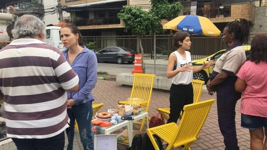 Leticia Colin e Luisa Arraes conversam com pessoas nas ruas sobre eleições - Reprodução/Facebook