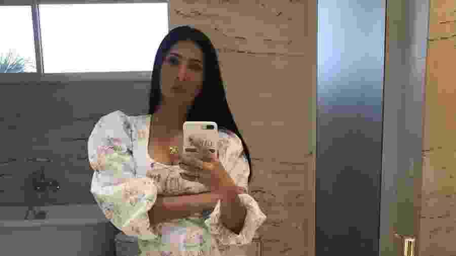 """Simaria faz selfie em frente ao espelho do modelo escolhido para o """"Show da Virada"""" - Reprodução/Instagram/@simaria"""
