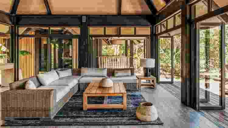 Interior de um dos bagalôs da ilha particular de Nukutepipi, na Polinésia Francesa  - Divulgação/Airbnb - Divulgação/Airbnb