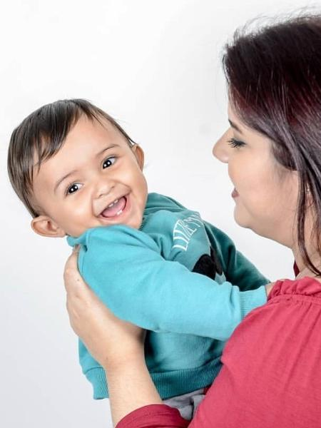 Tatiane Ribeiro e o filho, Eduardo; ela abandonou os posts de beleza quando virou mãe e passou a falar do dia a dia do bebê - Reprodução/Instagram