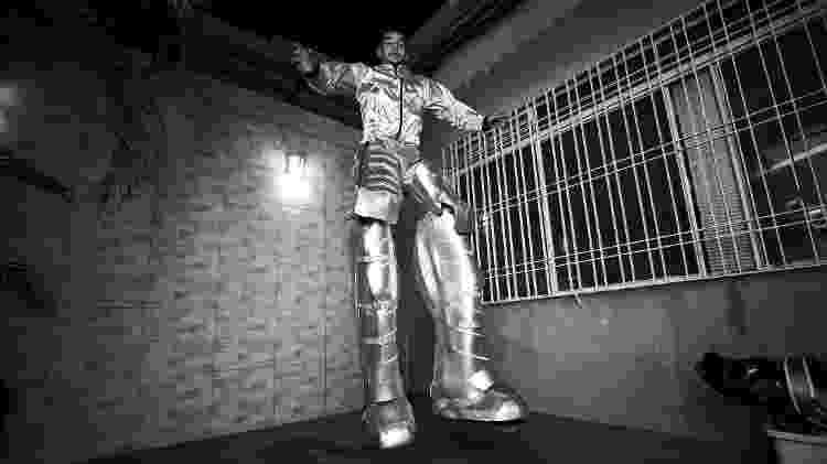 'É um robô de verdade ou uma pessoa?', relembra João Victor (foto), 18, ao chegar em eventos trajado como o 'Robozão' - Mariana Pekin/UOL - Mariana Pekin/UOL