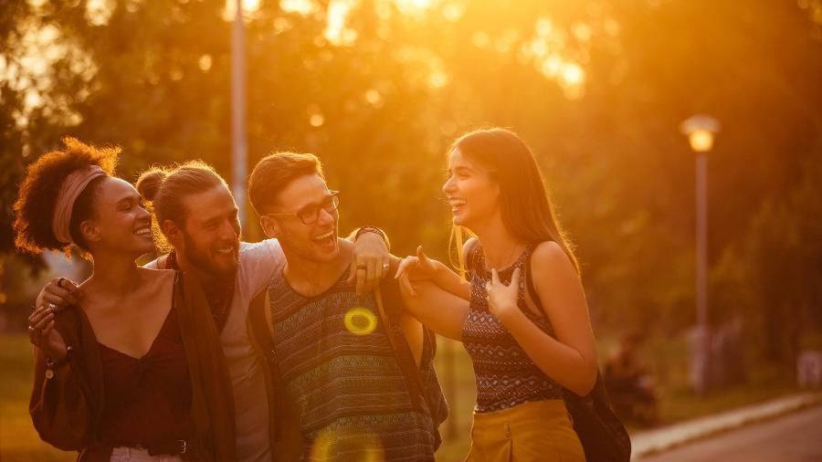 Manter laços de amizade é fundamental para o desenvolvimento social e psicológico do ser humano - iStock