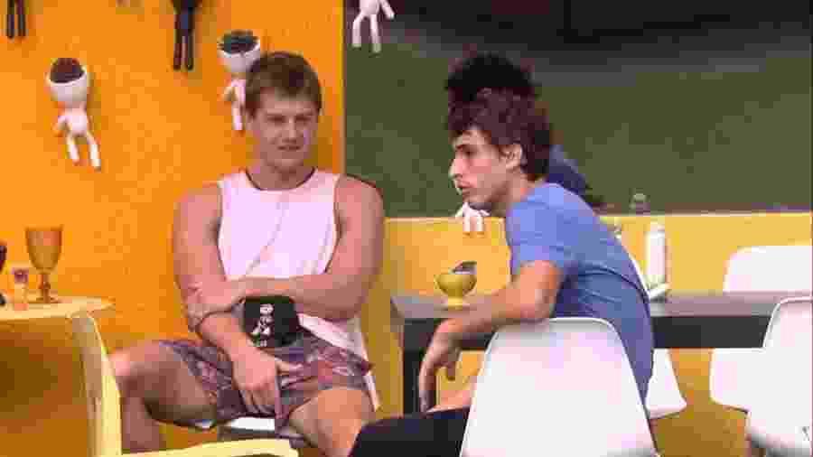 BBB 20 - Lucas e Felipe conversam na cozinha da xepa - Reprodução/Globoplay