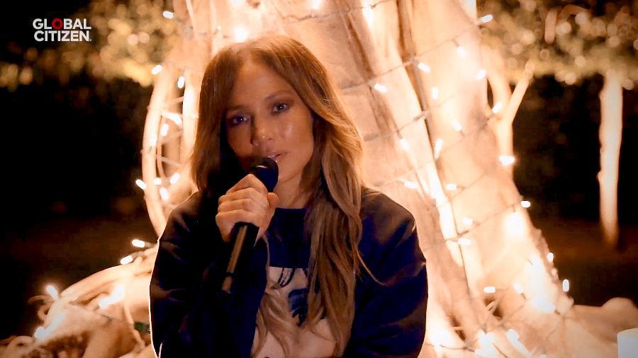 """Jennifer Lopez em participação no evento """"One World: Together At Home"""", parceria de Lady Gaga com a OMS - Getty Images/Getty Images for Global Citizen"""