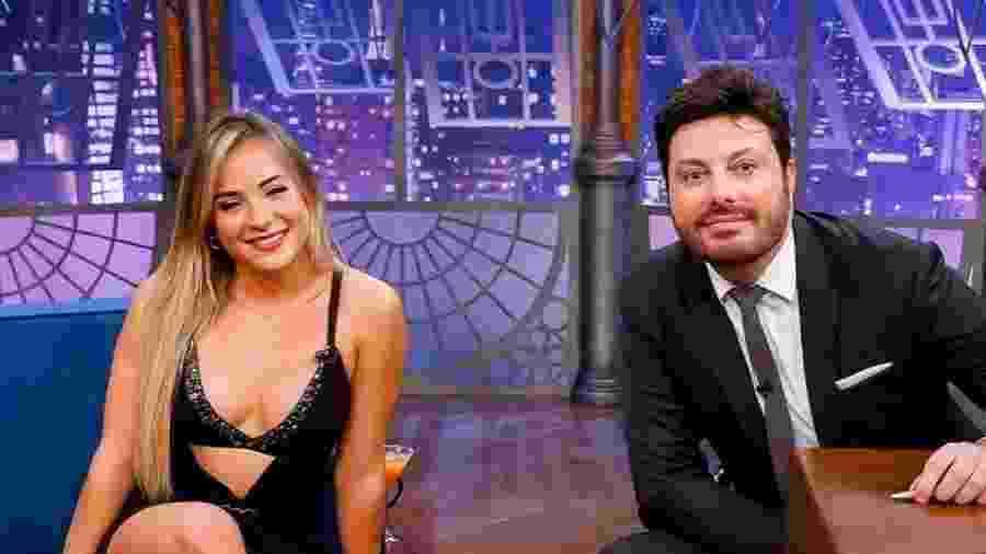 Gabi Martins no programa de Danilo Gentili; cantora confirmou affair com o apresentador - Reprodução/YouTube
