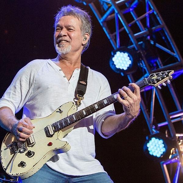 Eddie Van Halen era guitarrista e fundador da banda Van Halen
