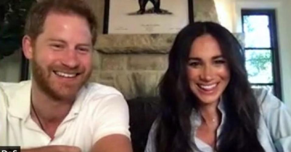 Príncipe Harry e sua mulher, Meghan Markle, em sala online de poesia