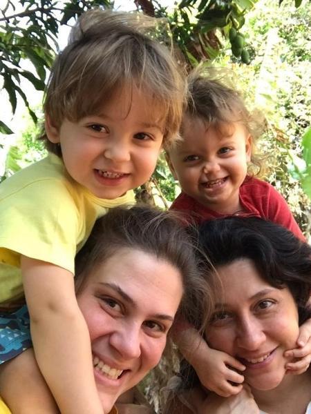 Marcela Fecuri e Daniela Gibertoni são mães de Helena e Rubens, de 2 anos - Arquivo pessoal