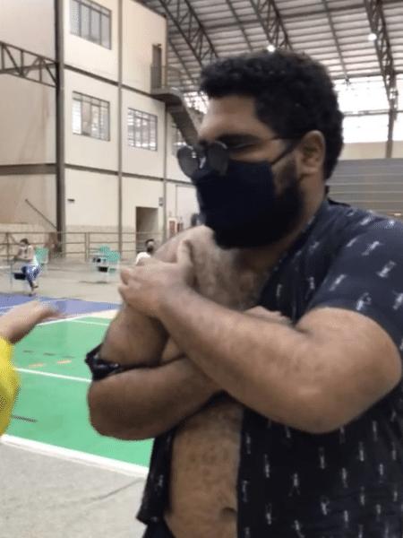 Humorista Paulo Vieira foi vacinado contra a covid-19 em Palmas, no Tocantins - Reprodução/Instagram