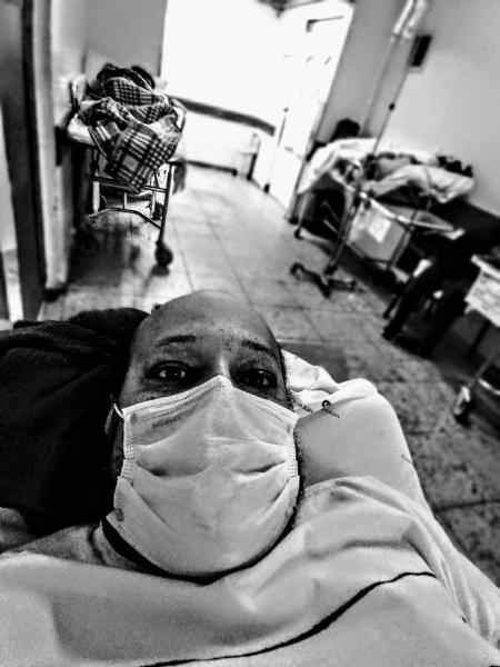 Emerson em um corredor do Hospital São Paulo, em novembro de 2020 - Arquivo pessoal