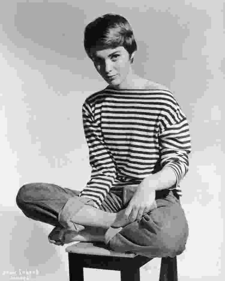 A atriz americana Jean Seberg usando marinière e jeans em 1965 - Hulton Archive/Getty Images - Hulton Archive/Getty Images
