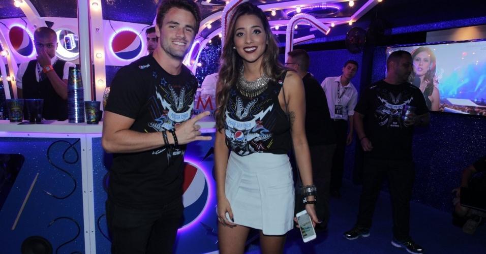 25.set.2015 - Ex-namorados, os ex-BBBs Talita e Rafael posam juntos em camarote do Rock in Rio
