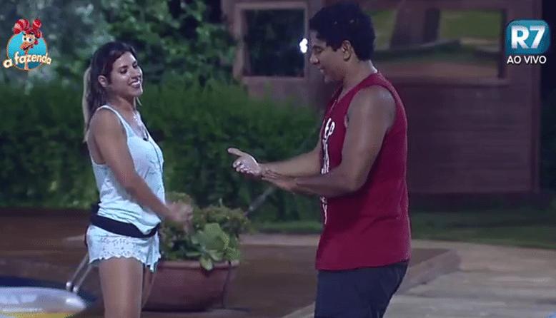 24.nov.2015 - Ana Paula Minerato chama Rayanne Morais de bonitinha e explica: 'feia arrumada'