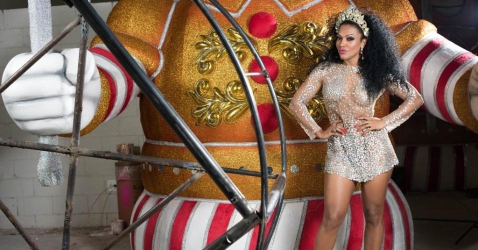 """A ex-participante do reality A Fazenda também carrega o título de """"Rainha das Rainhas"""" do Carnaval de São Paulo"""