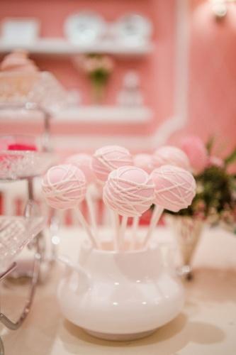 De dar água na boca, os cake pops (bolos no palito, em inglês), da Pink Cake Box, tinham recheio de chocolate e acabamento de pasta americana
