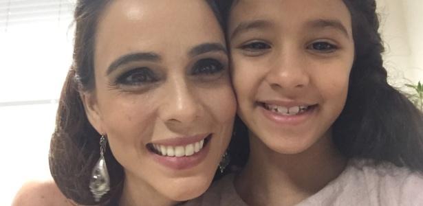 """Miriam Freeland e a menina Giulia Gatti vão contracenar em """"A Terra Prometida"""" - Divulgação"""