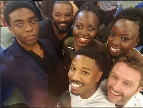 23.jul.2016 - Lupita Nyongo (ao centro) publica foto de elenco de