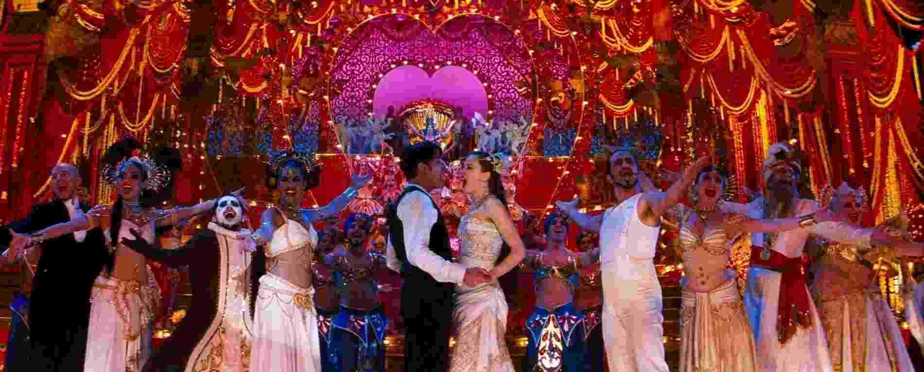 """Cena do filme """"Moulin Rouge: Amor em Vermelho"""" (2001), de Baz Luhrmann - Reprodução"""