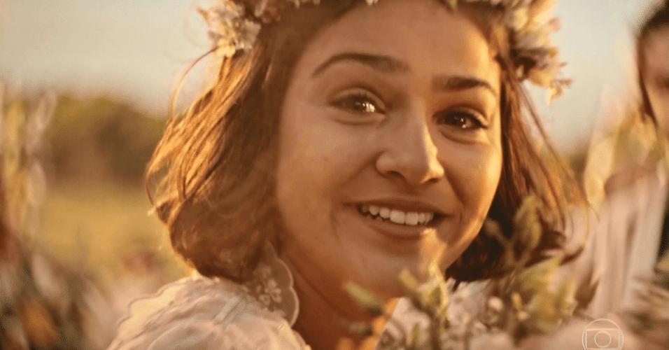 """Santo (Domingos Montagner), representado por uma câmera, entra na cerimônia de casamento ao lado da filha, Olívia (Giullia Buscacio) e diz a Miguel (Gabriel Leone), em fala antiga reaproveitada: """"Cuida bem dela para mim, rapaz"""""""