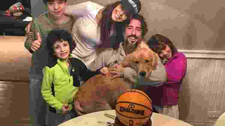 Marcos Mion e Suzana Gullo em momento família ao lados dos filhos Romeo, Stefano, Donatella e da cadela Pankeka - Arquivo Pessoal - Arquivo Pessoal