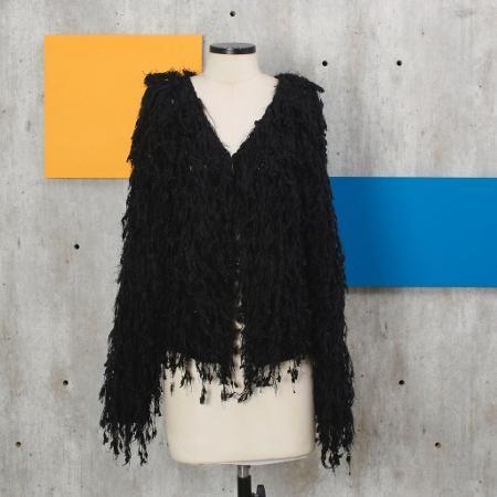 O casaco pode ser encontrado na loja online da cantora - Reprodução