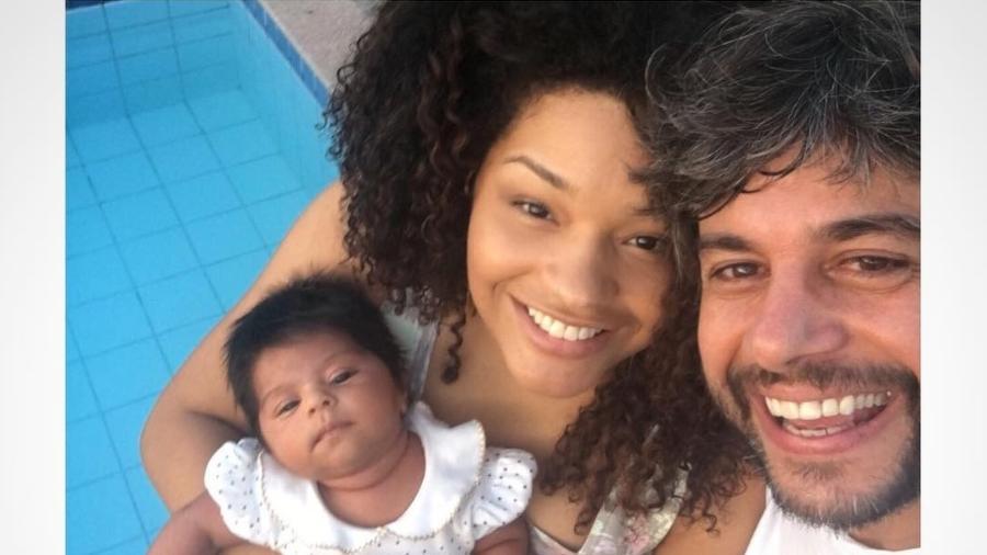 Juliana Alves, a filha Yolanda e o marido Ernani Nunes - Reprodução/Instagram/julianaalvesiam