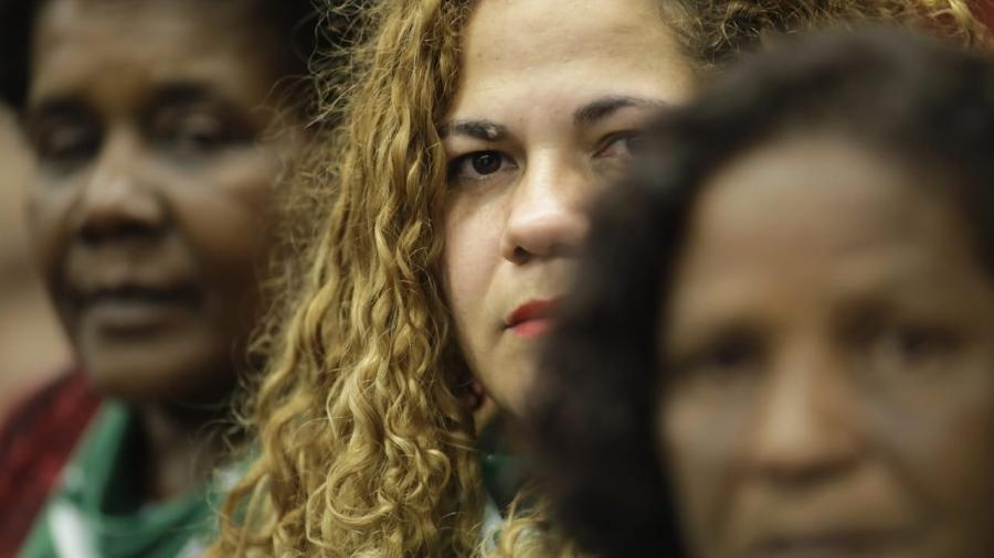 Izilda Lúcia Veiga, 63 anos, Alessandra Primo, 38 anos, Vera Regina Ramos, acompanham audiência sobre aborto no STF (da esq para dir) - Lúcio Távora/UOL