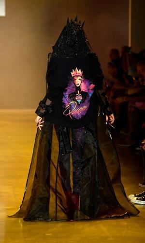 Grife se inspira em vilãs da Disney para desfile de coleção na NYFW