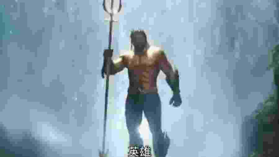 """Comercial chinês de """"Aquaman"""" mostra uniforme dourado do herói - Reprodução"""