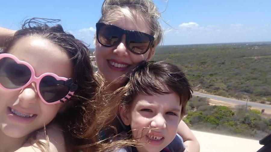 Caroline com os filhos Nicole, de 9 anos, e Miguel, de 6 - Arquivo pessoal