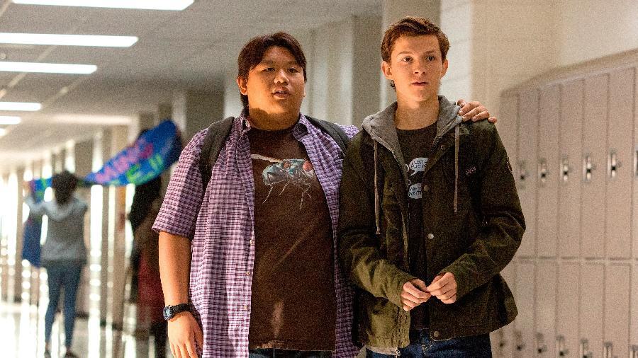 """Ned (Jacob Batalon) e Peter (Tom Holland) em cena de """"Homem-Aranha: De Volta ao Lar"""" - Divulgação"""