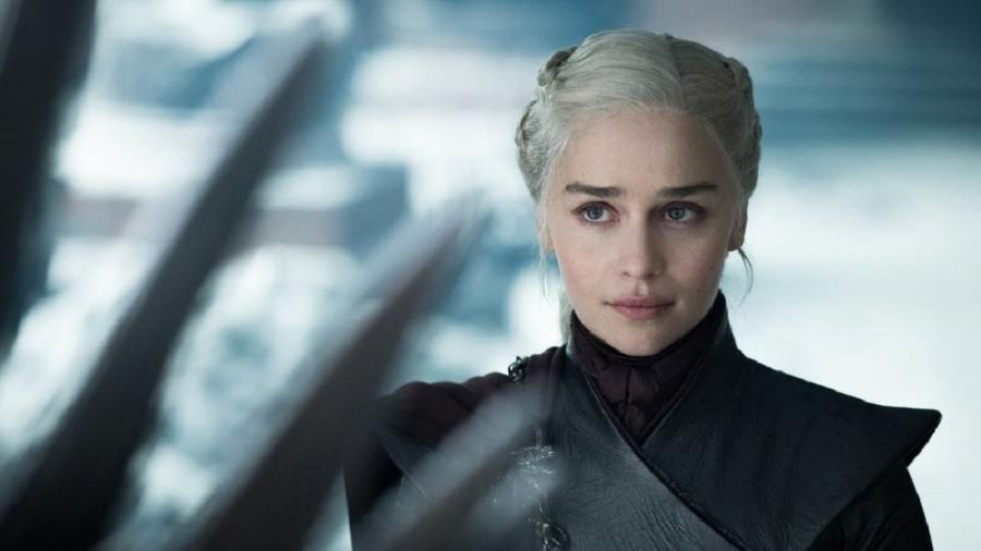 Game of Thrones Daenerys olha para o trono - Divulgação