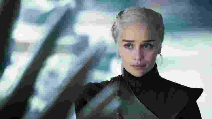 """""""Game of Thrones"""": Daenerys (Emilia Clarke) olha para o Trono de Ferro - Divulgação"""