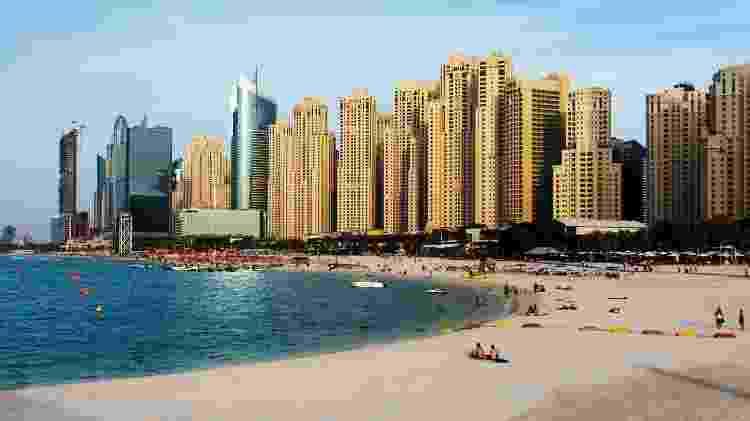 Vista panorâmica da praia JBR, em Dubai - iStock