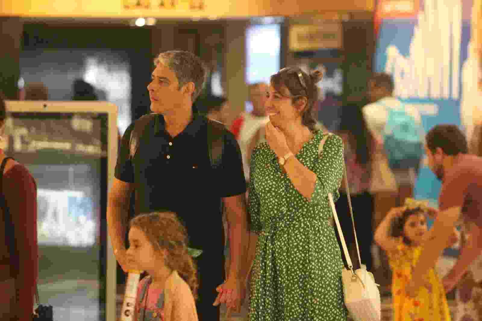 William Bonner foi fotografado passeando com a esposa em shopping no Rio  - Rodrigo Adão/AgNews