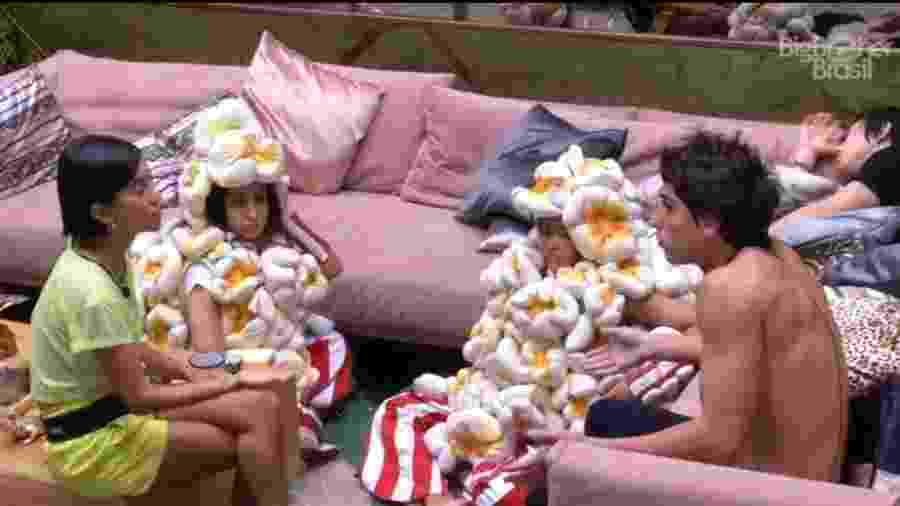BBB 20: Manu, Prior, Flay e Bianca discutem sobre comida - Reprodução/Globoplay