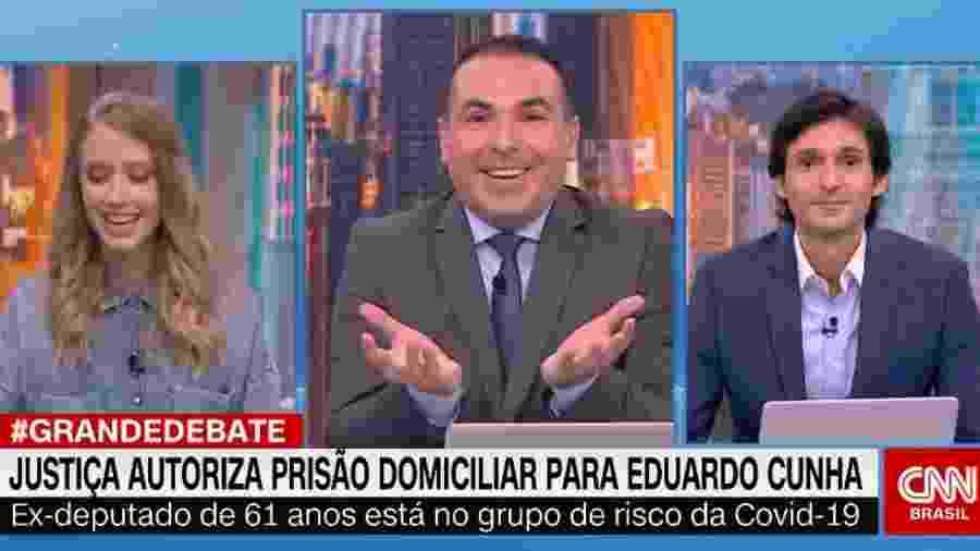 """Reinaldo Gottino entre Gabriela Prioli e Tomé Abduch durante """"O Grande Debate"""" na CNN Brasil  - Reprodução"""