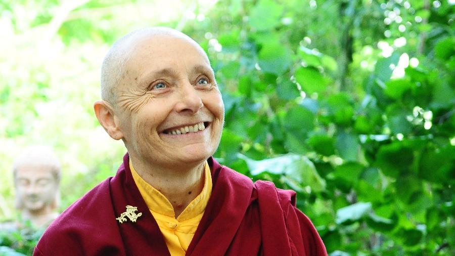 """Jetsunma Tenzin Palmo: """"Isolamento incomoda porque as pessoas não aprenderam a olhar para si"""" - Divulgação"""